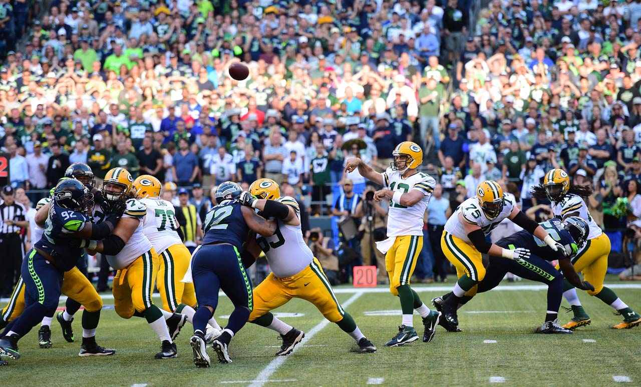 Aaron Rodgers completed 23 of 33 passes for 189 yards, one touchdown and one interception.