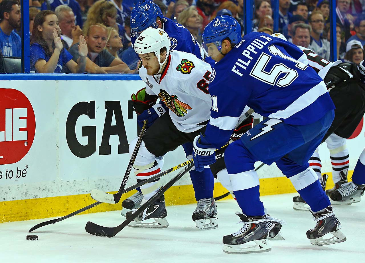 Andrew Shaw of the Blackhawks battles with Valtteri Filppula of the Lightning.