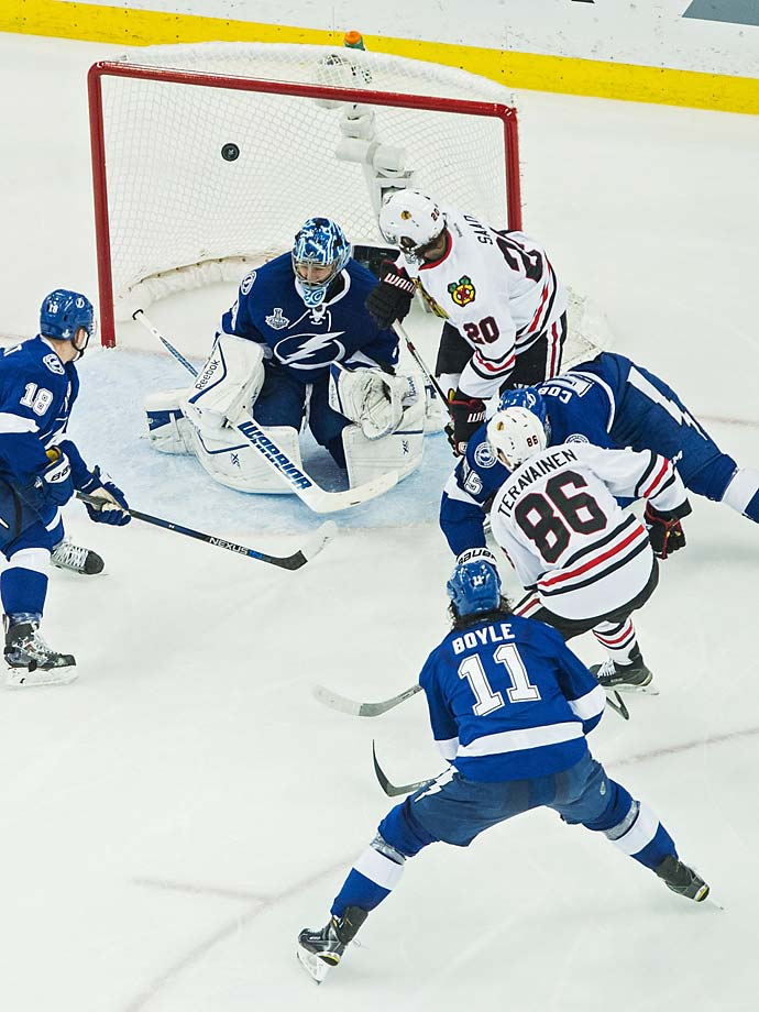 Teuvo Teravainen (86) of the Blackhawks shoots the puck over Ben Bishop's shoulder to score a goal for Chicago.