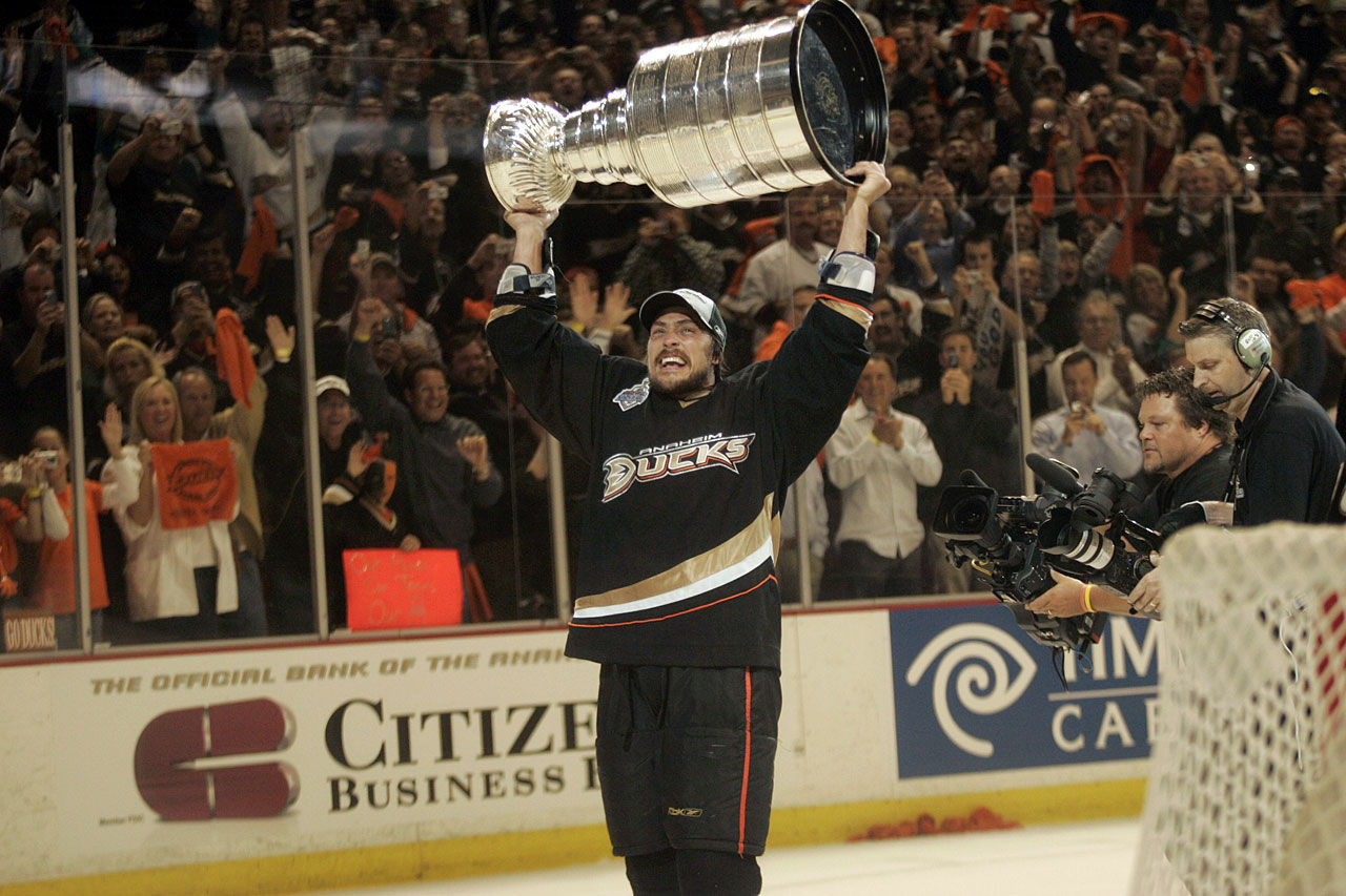Before the 2013-14 season began, Selanne announced that it would be his last. ''The Finnish Flash'' finished 11th all time in goals with 684 through 23 seasons in the NHL, and he became the oldest scorer in the Olympic Winter Games when he netted against the U.S. at age 43. His 1,430 total points are good for 15th on the NHL's all-time scoring list.