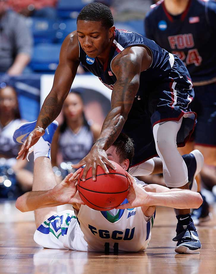 DaRon Curry of Fairleigh Dickinson battles for the ball with Christian Terrell of the Florida Gulf Coast Eagles.
