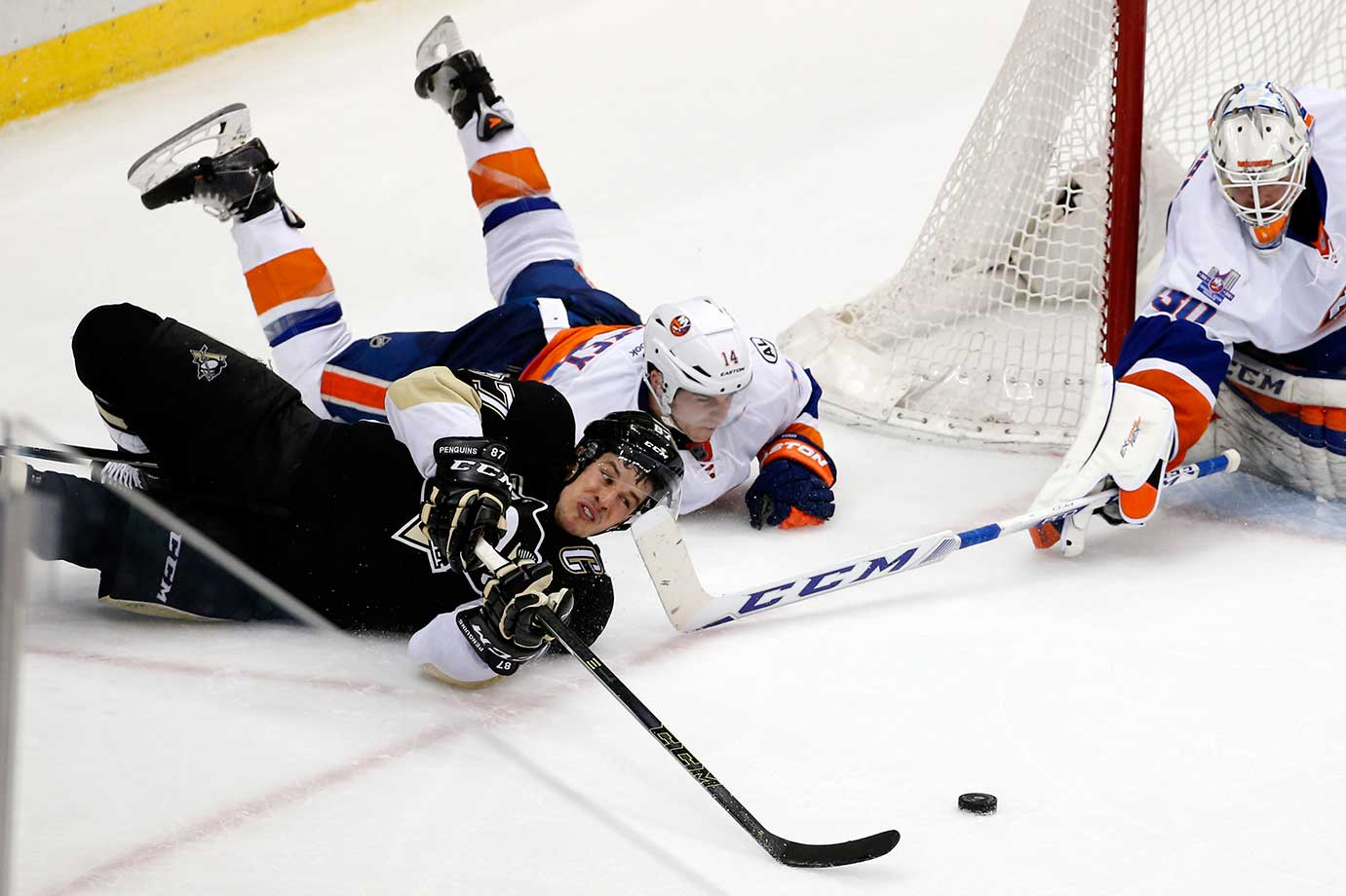 Another angle of Sidney Crosby's pass after his failed attempt at a wrap-around against Thomas Hickey and goalie Jean-Francois Berube.