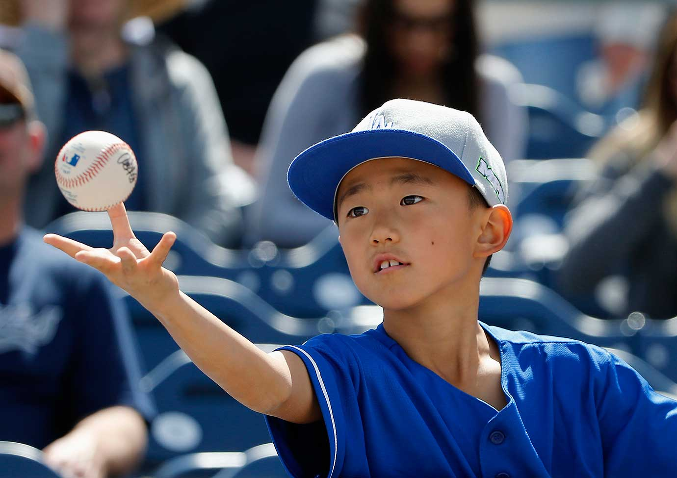 A young Los Angeles Dodgers fan gets his baseball back after getting an autograph.