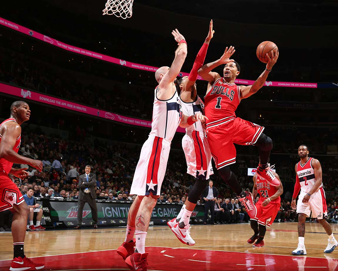 Derrick Rose of the Chicago Bulls goes for shot against the Washington Wizards.