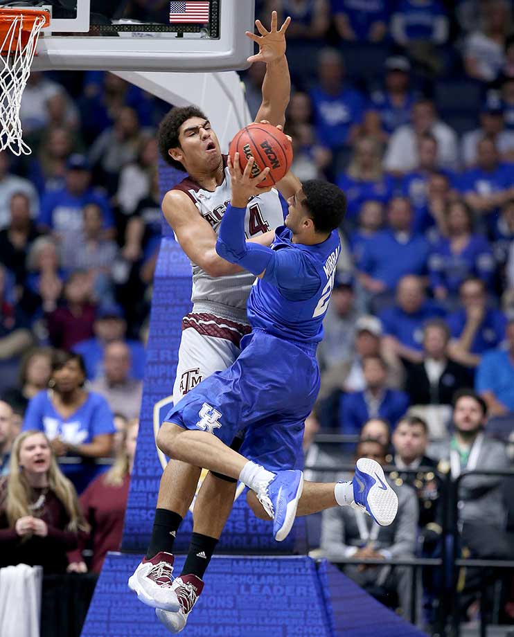 Jamal Murray  of Kentucky shoots while defended by Tyler Davis of the Texas A&M Aggies.