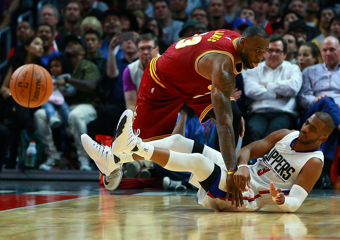 Chris Paul of the Clippers passes the ball away from LeBron James.