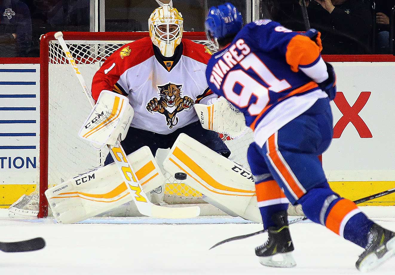 Roberto Luongo of Florida braces for a third-period shot from John Tavares of the New York Islanders.