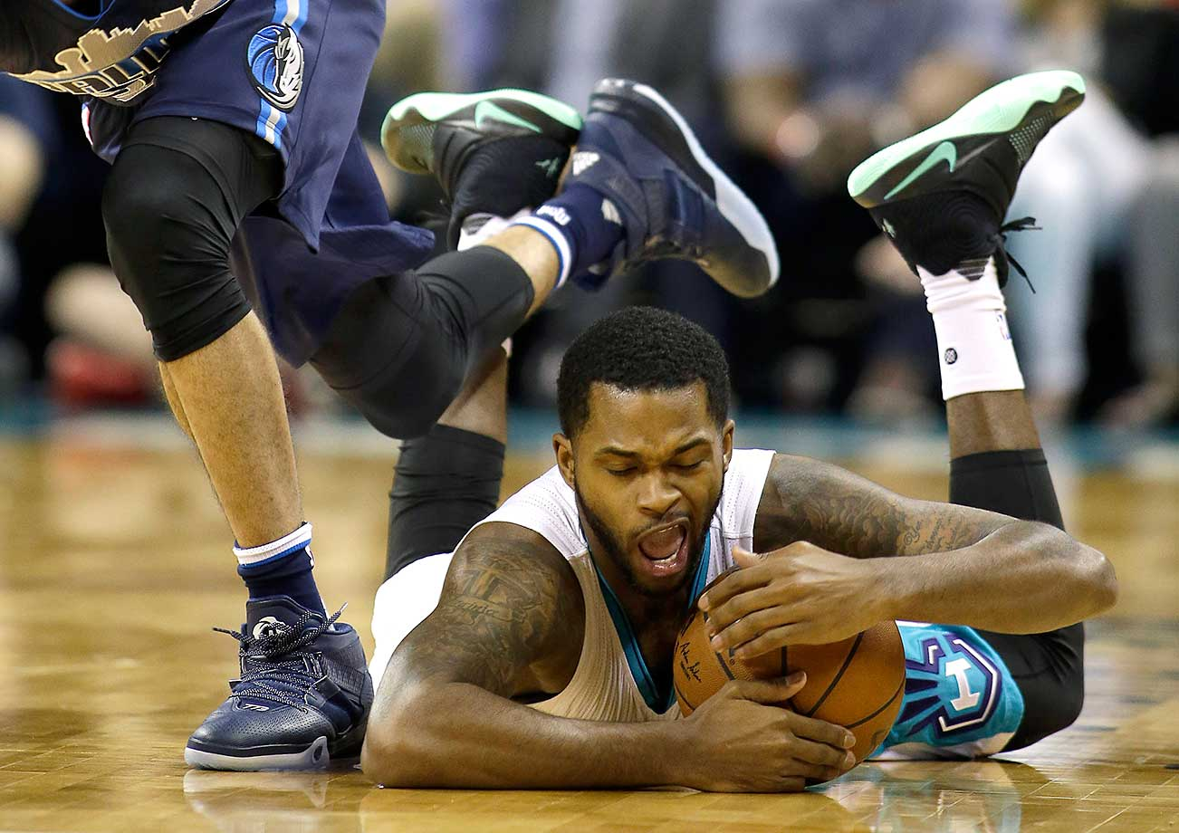 Troy Daniels recovers the ball for Charlotte in a game against the Dallas Mavericks.