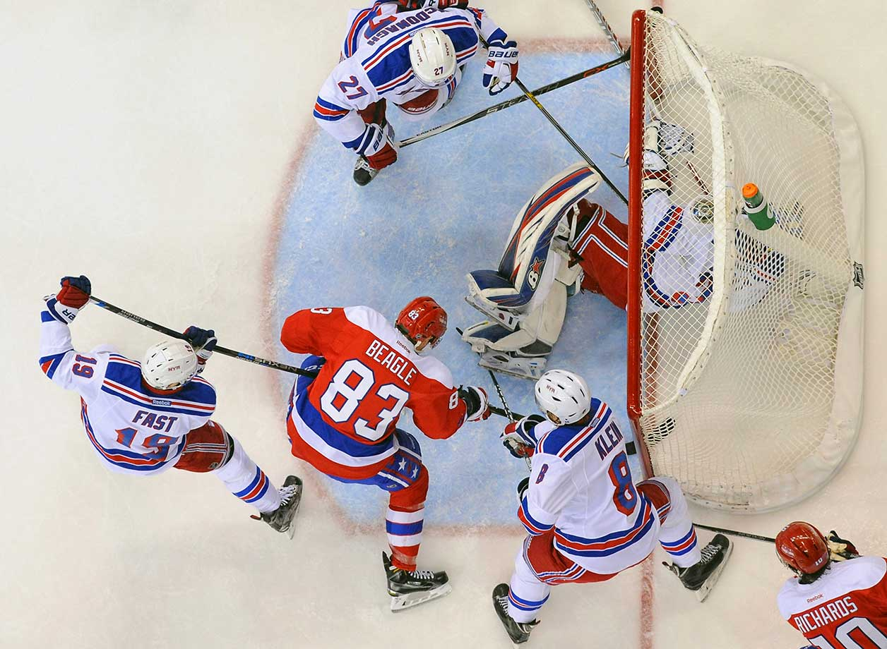 Washington's Jay Beagle scores against New York Rangers goalie Antti Raanta.