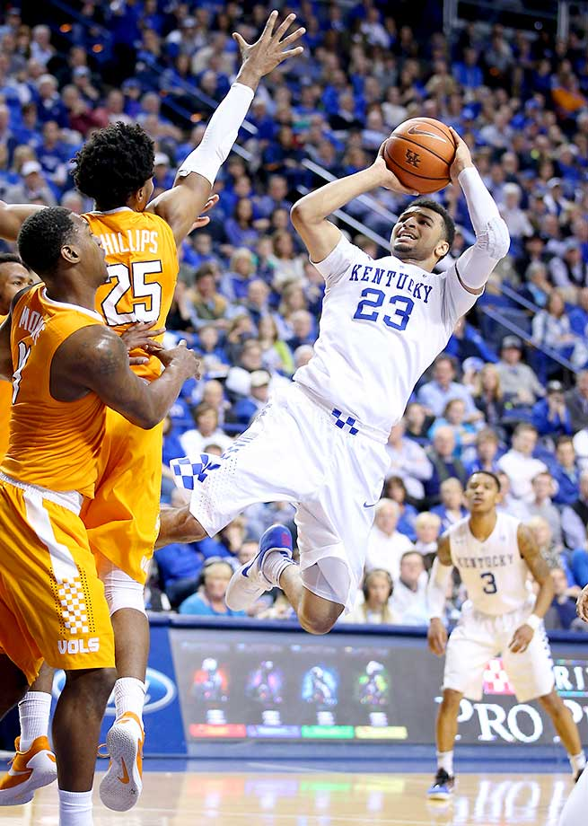 Jamal Murray of the Kentucky Wildcats shoots against the Tennessee Volunteers at Rupp Arena.