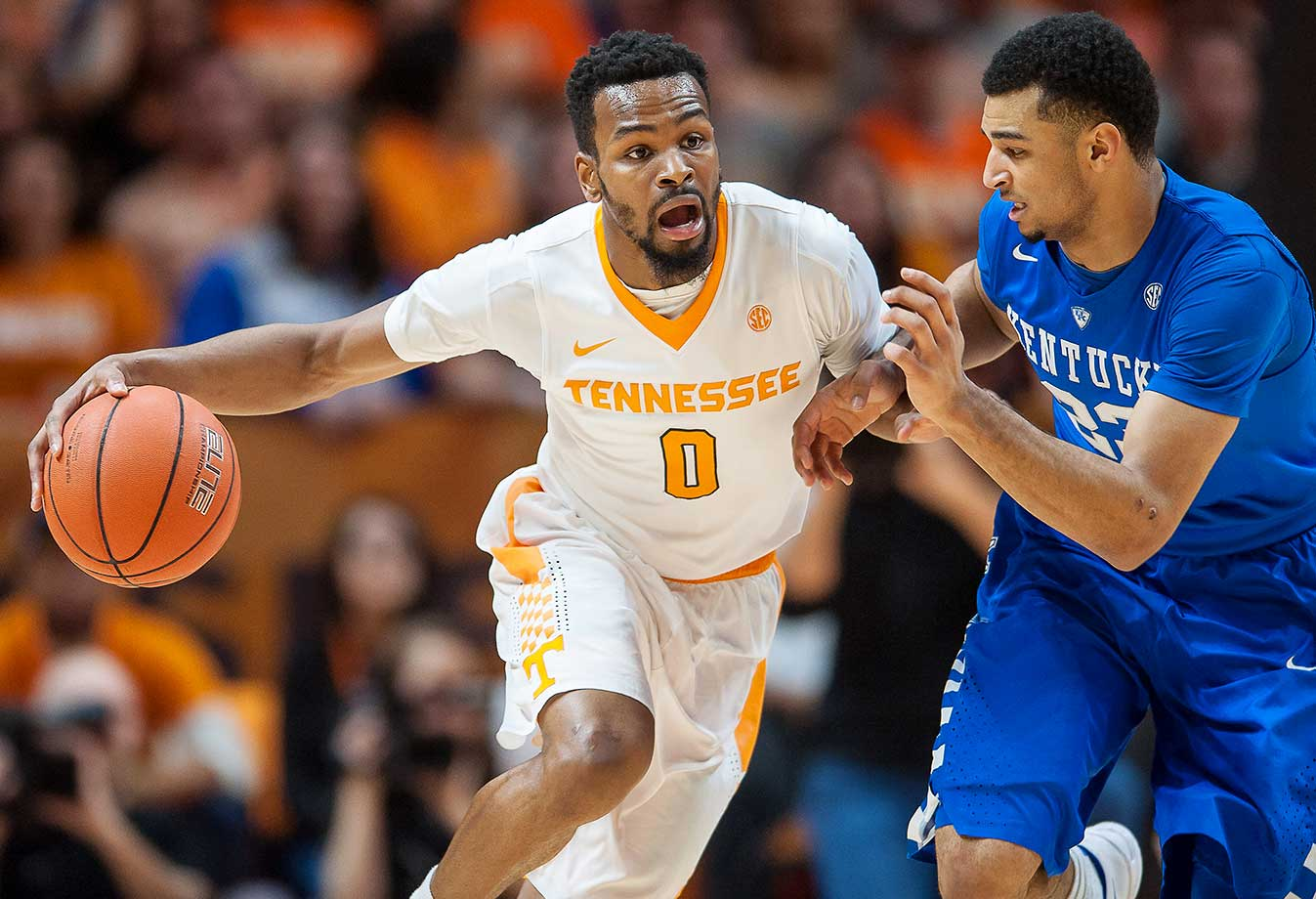 Tennessee Volunteers guard Kevin Punter brings the ball up the court against Kentucky Wildcats guard Jamal Murray  at Thompson-Boling Arena in Knoxville, Tenn.  Tennessee defeated the Wildcats 84-77.