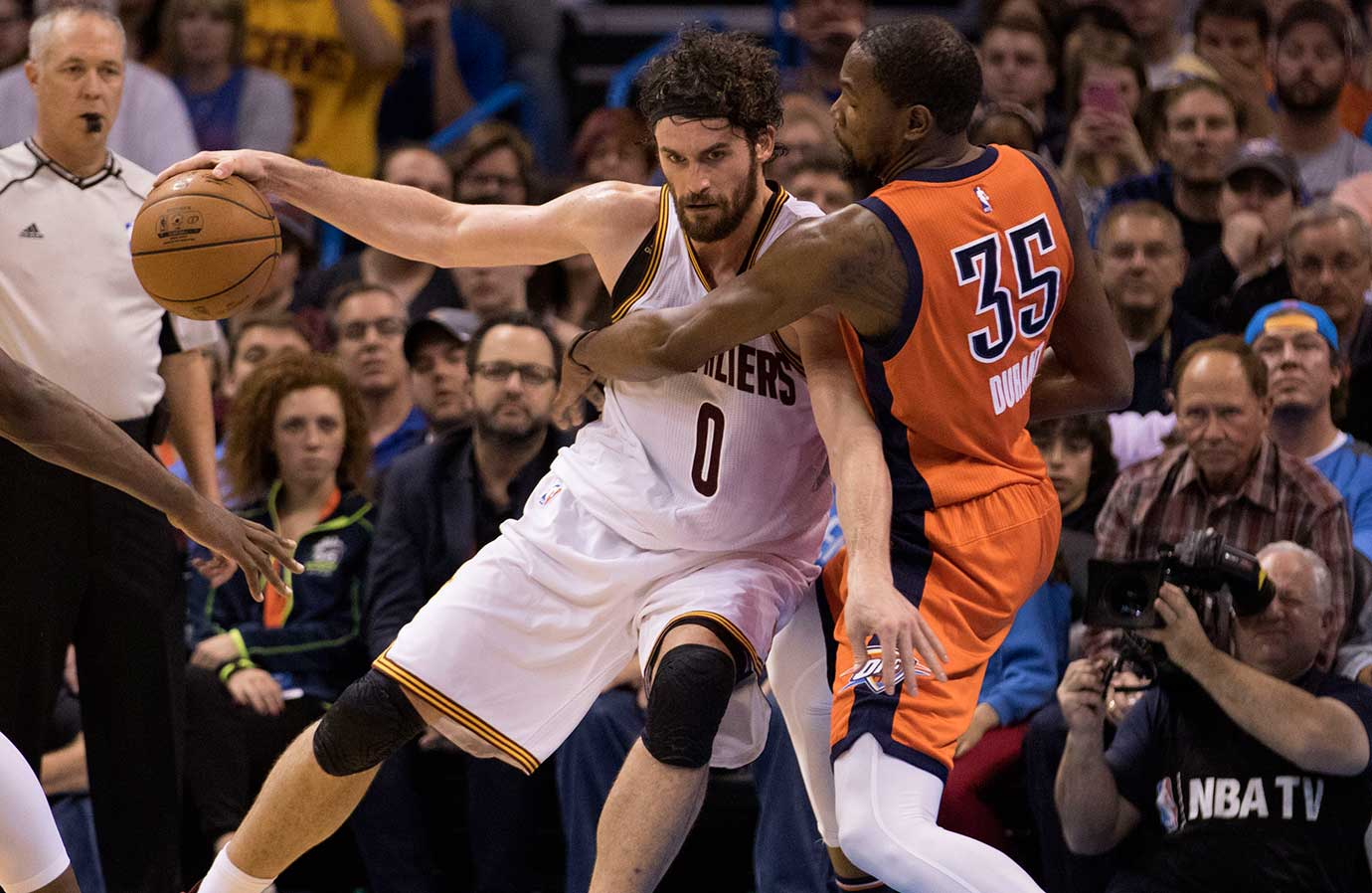 Cleveland's Kevin Love tries to overpower Kevin Durant of the Oklahoma City Thunder.
