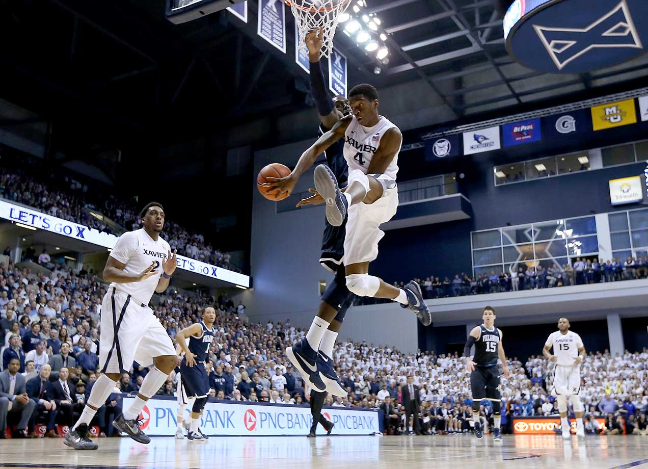 Edmond Sumner of the Xavier Musketeers passes the ball against the Villanova Wildcats.