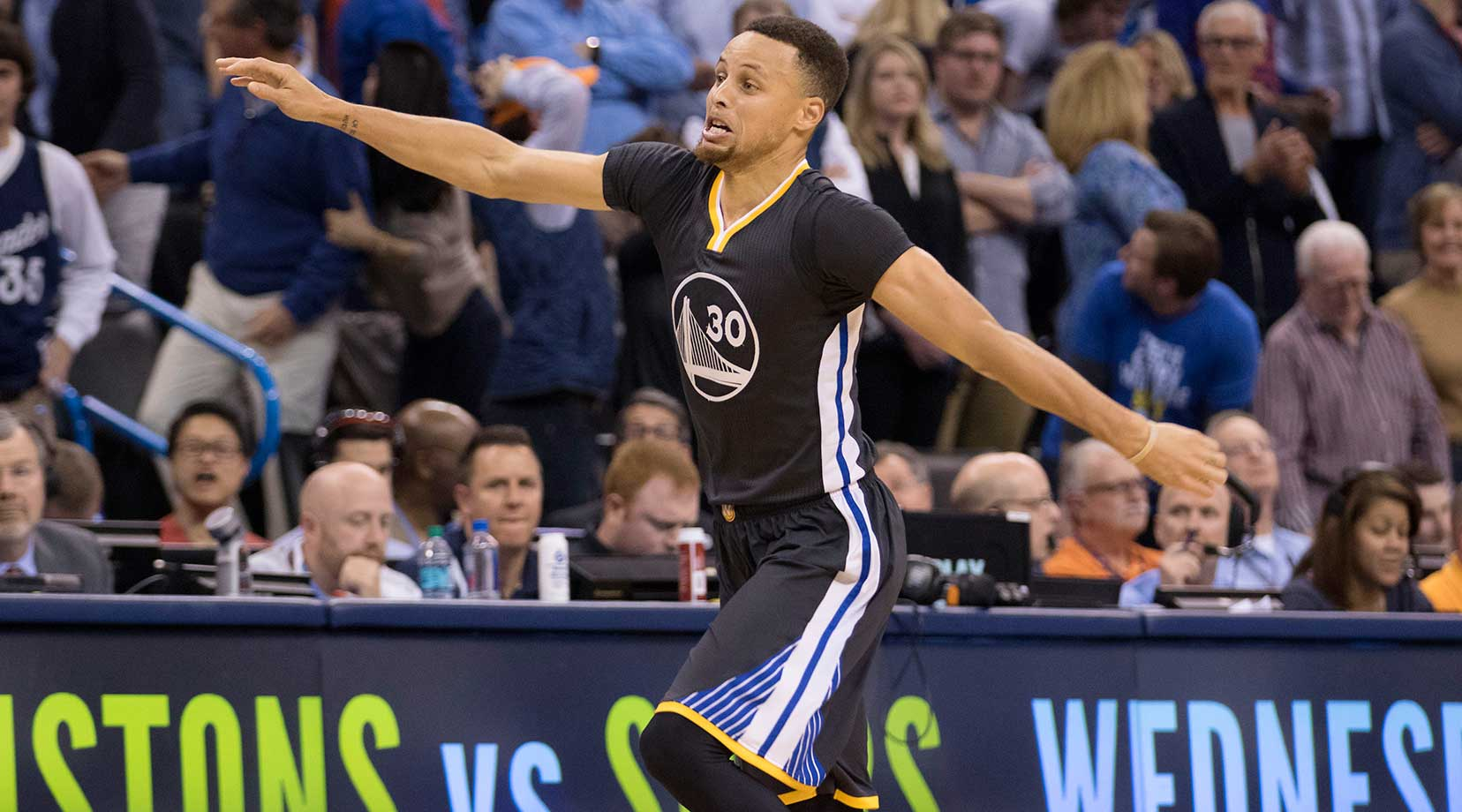 Steph Curry celebrates his game-winning shot, the 12th three-pointer he made in the game, tying an NBA record.