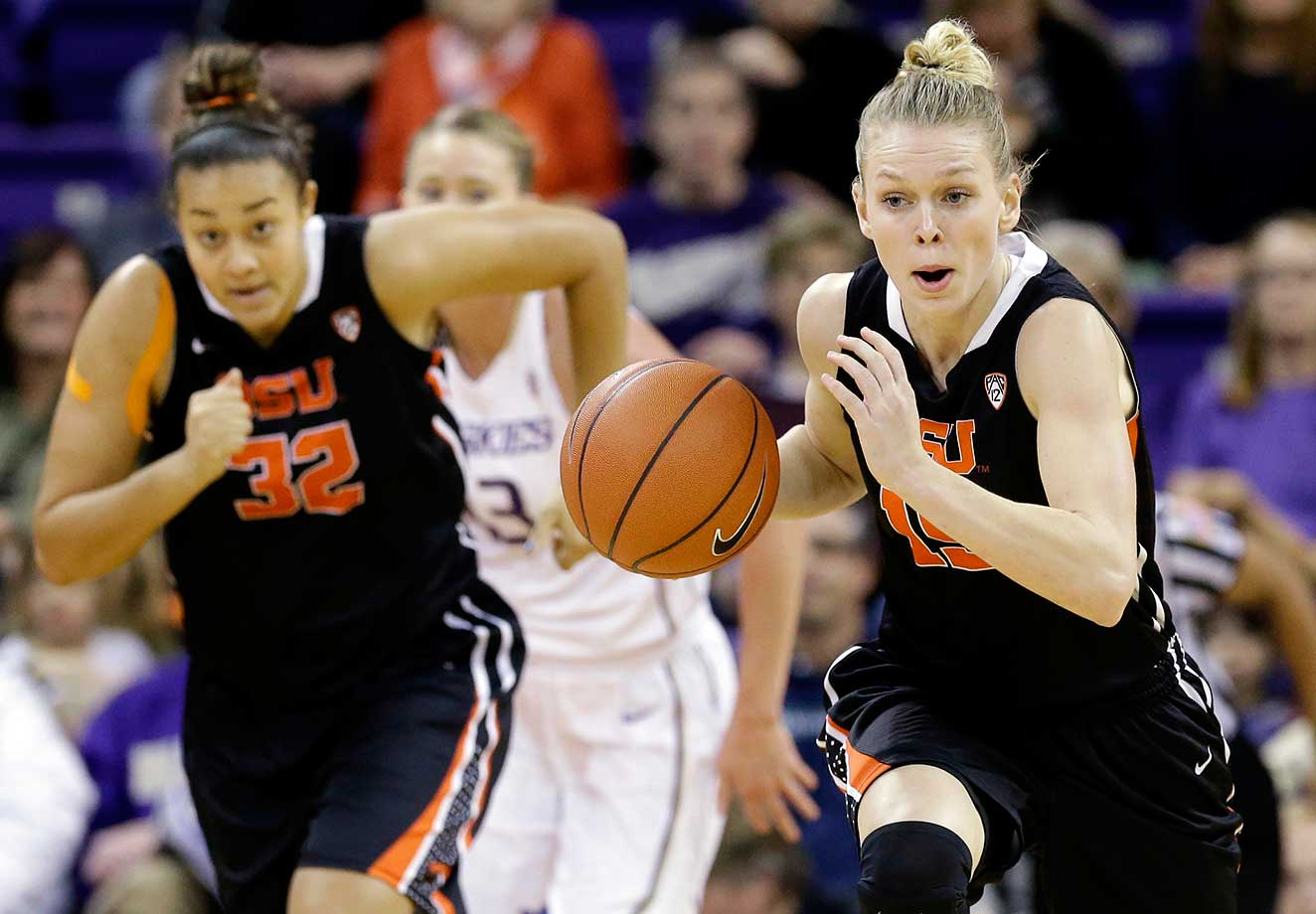 Oregon State's Jamie Weisner is trailed by teammate Deven Hunter and Washington's Katie Collier during their game in Seattle.