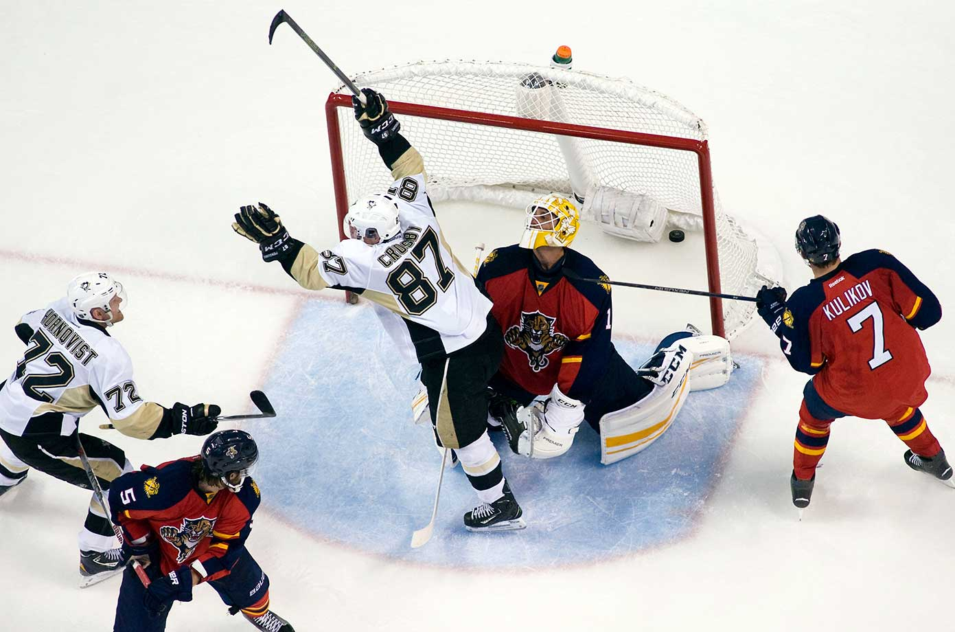 Sidney Crosby of Pittsburgh celebrates his goal to tie the game against the Florida Panthers.
