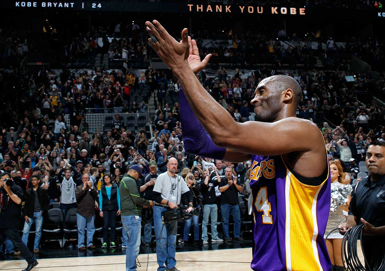 Kobe Bryant gets a standing ovation from Spurs fans as he leaves San Antonio for the final time in his career.