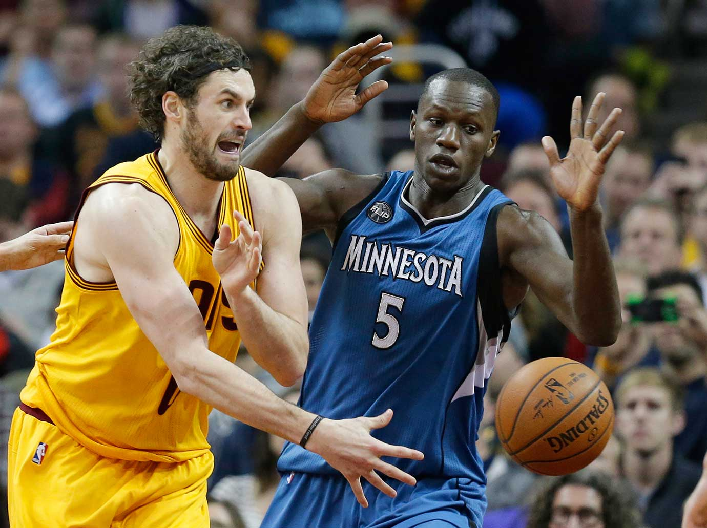 Kevin Love passes around Gorgui Diengin the second half of a game in Cleveland.