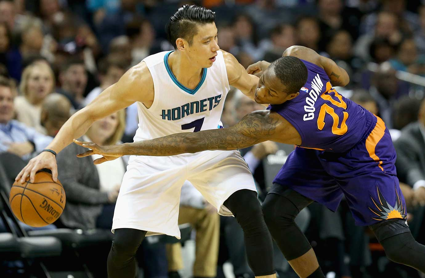 Archie Goodwin of the Phoenix Suns tries to stop Jeremy Lin of the Charlotte Hornets.