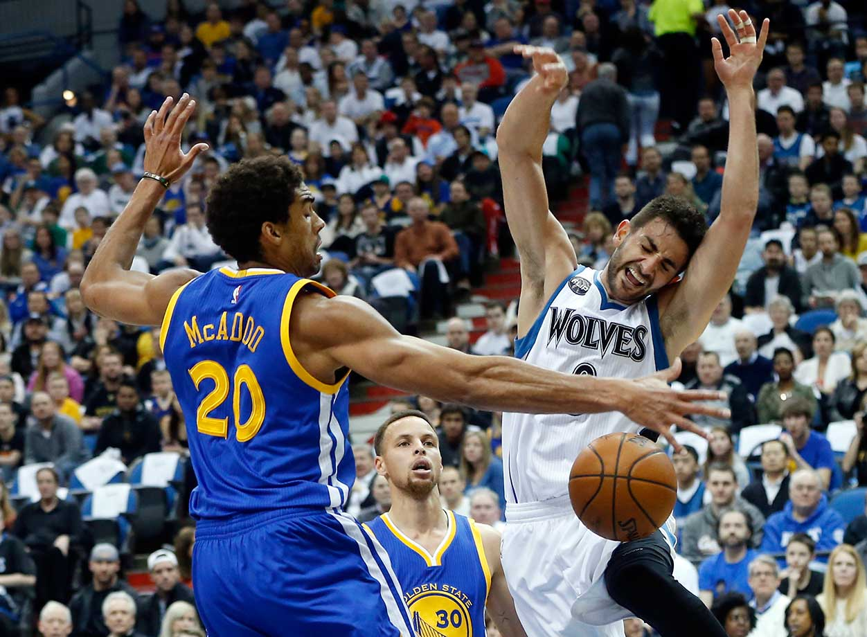 Golden State's James Michael McAdoo causes Minnesota's Ricky Rubio to lose the ball.