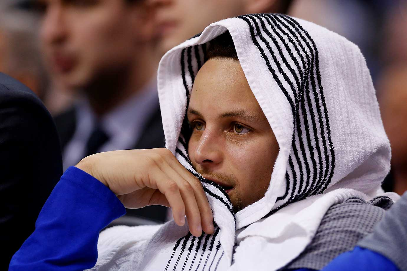 Stephen Curry watches from the bench during the game against the Phoenix Suns.