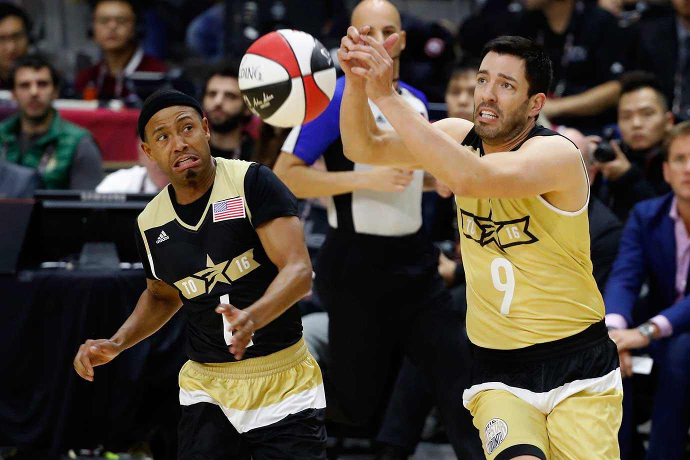 Terrence Jenkins, left, and Jonathan Scott scramble for the ball during the NBA All-Star celebrity game.