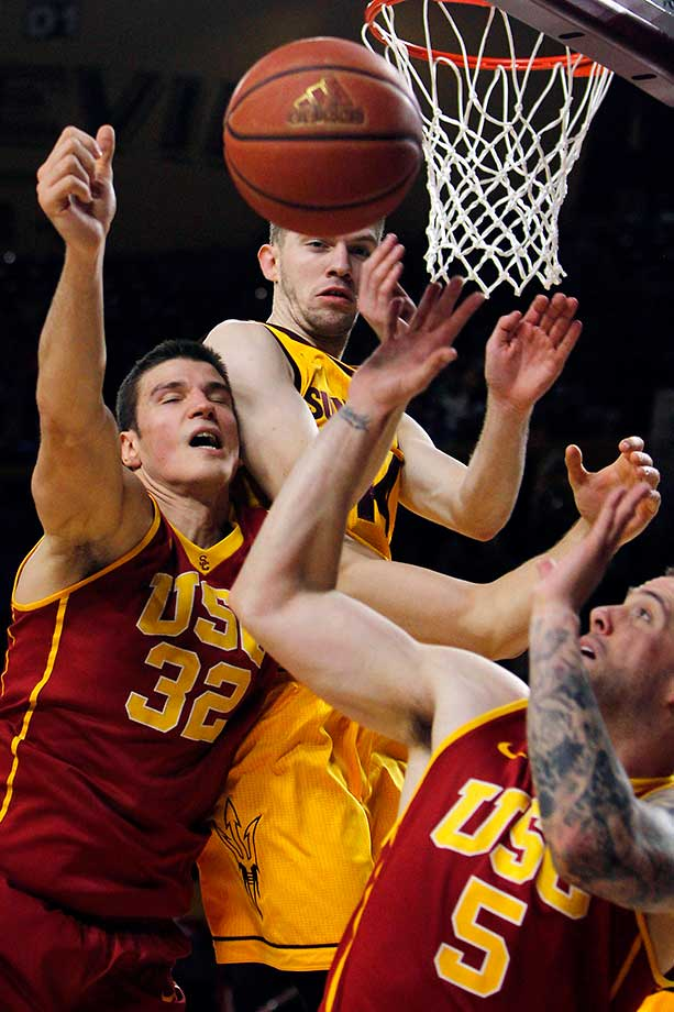 USC's Nikola Jovanovic (32) and Kating Reinhardt (5) battle for a rebound against Arizona State's Kodi Justice.