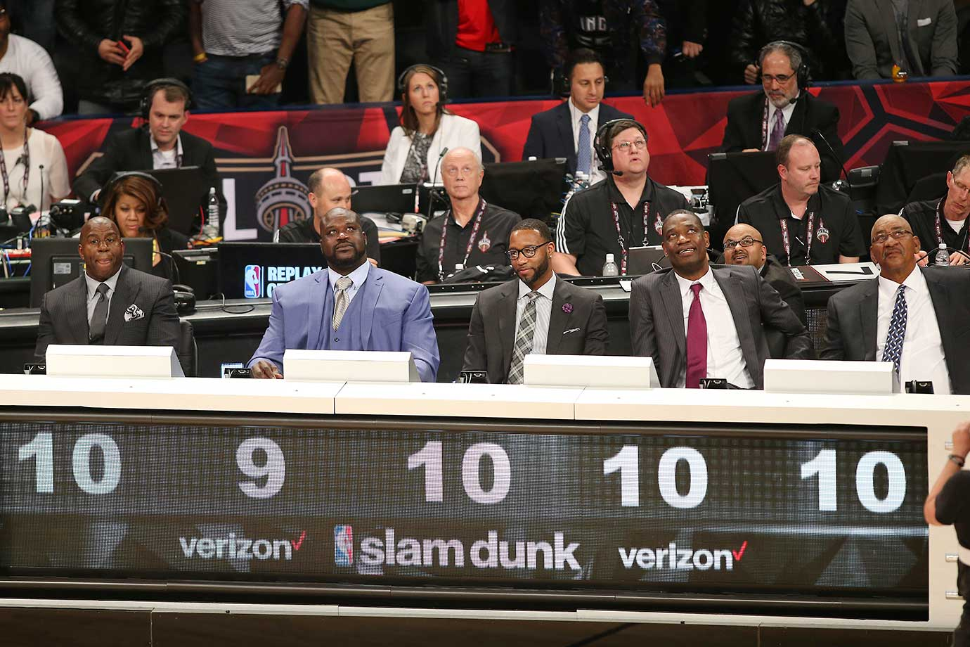 The judges reveal their score for Zach LaVine of the Minnesota Timberwolves during the slam dunk contest .
