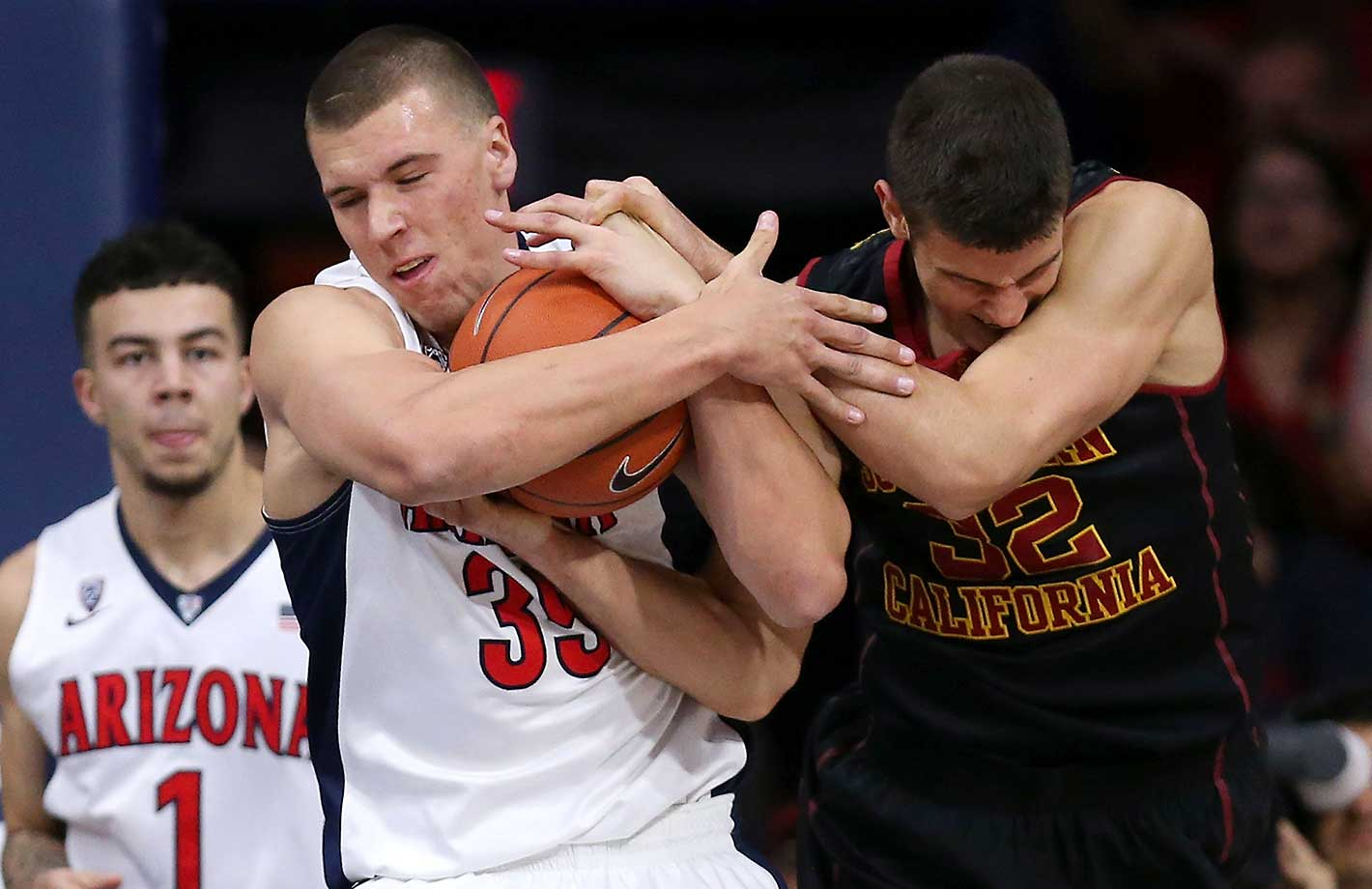Kaleb Tarczewski of the Arizona Wildcats fights for a loose ball with Nikola Jovanovic of the USC Trojans.