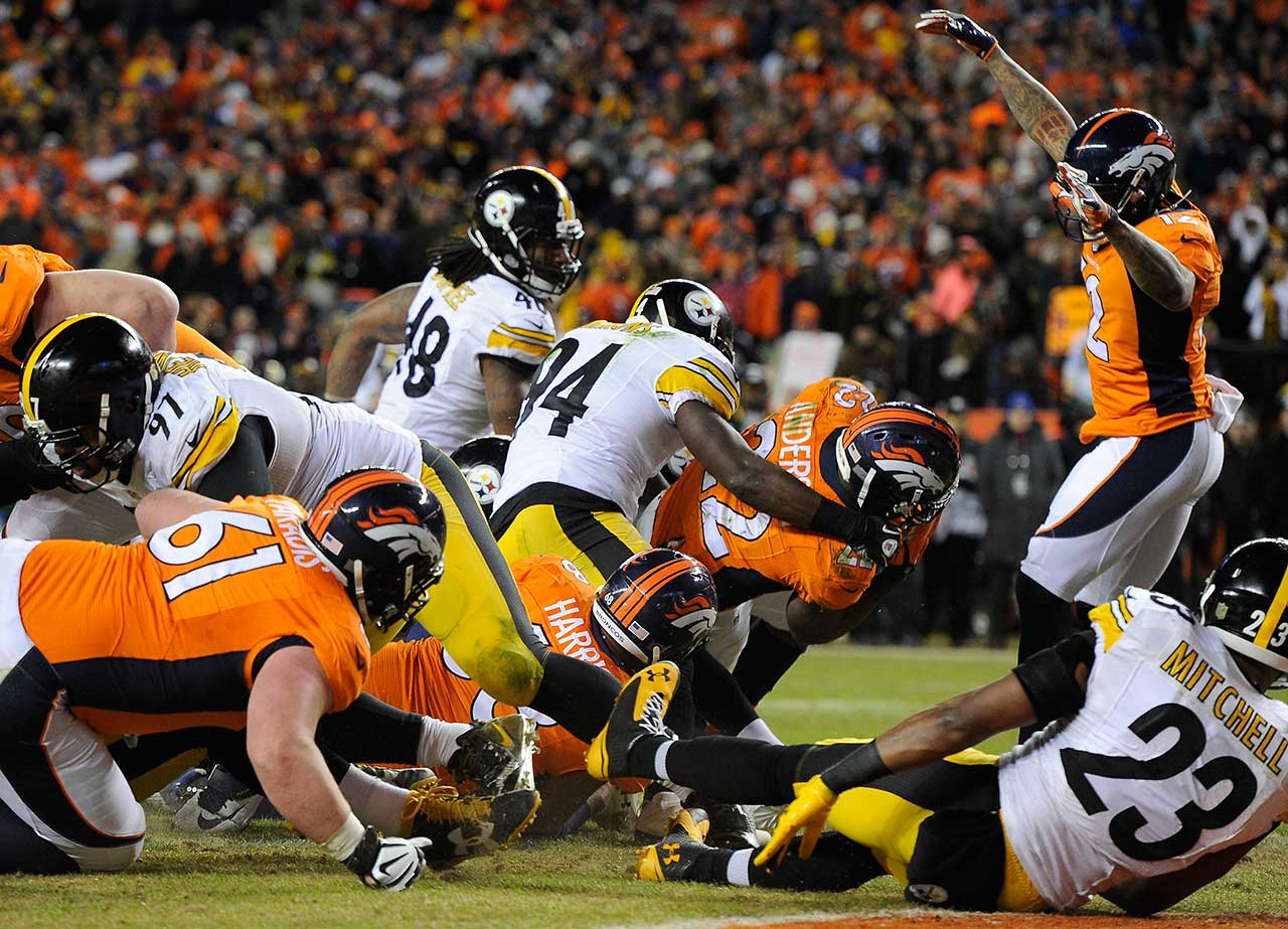 CJ Anderson scores in the waning minutes of the fourth quarter to put the Denver Broncos ahead for good in their divisional playoff game against the Pittsburgh Steelers.