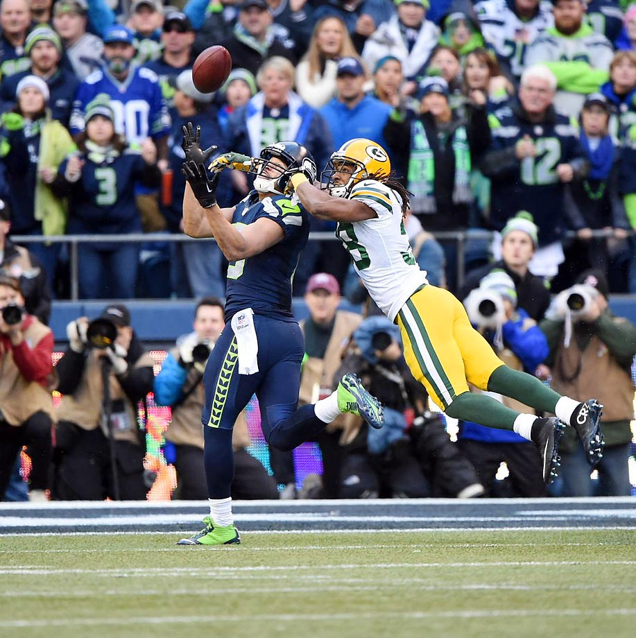 Seattle Seahawks wide receiver Jermaine Kearse (15) catches the game-winning touchdown pass against Green Bay Packers cornerback Tramon Williams during overtime of the NFC Championship Game.