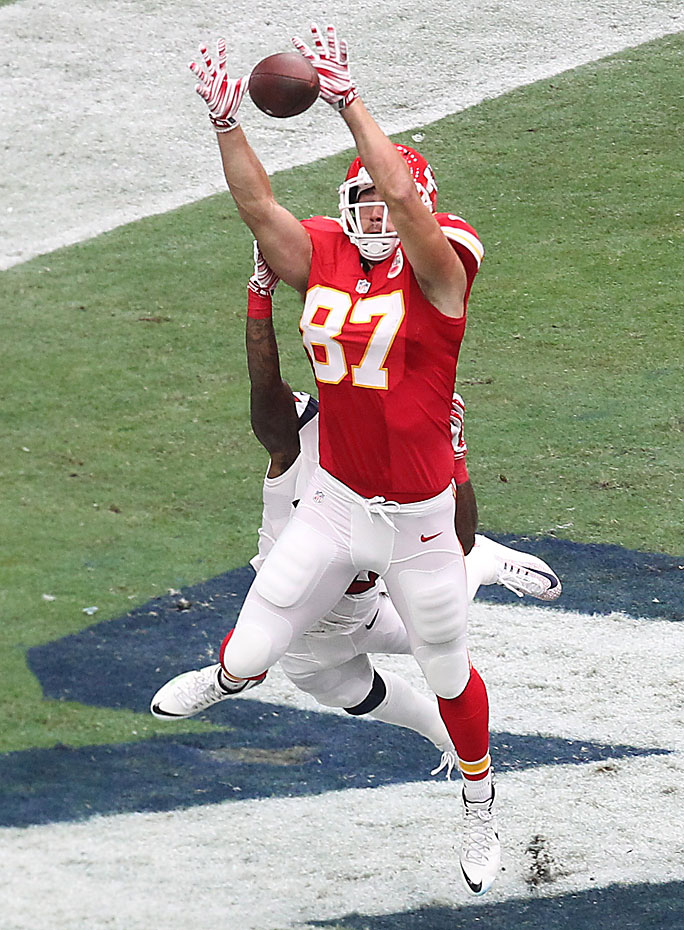 Travis Kelce of the Kansas City Chiefs makes a touchdown catch against Kareem Jackson of the Houston Texans.