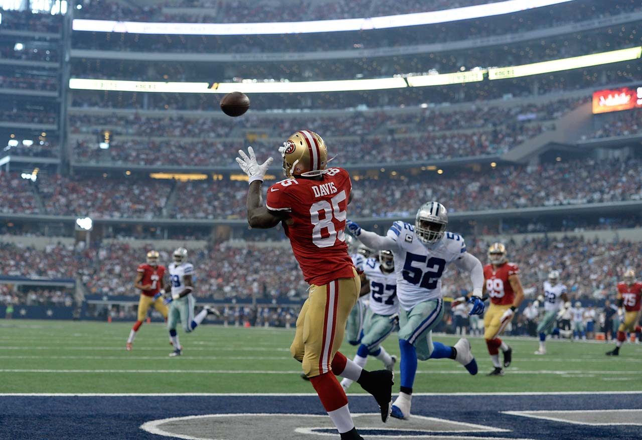 Vernon Davis pulls in one of his two touchdown receptions against Dallas