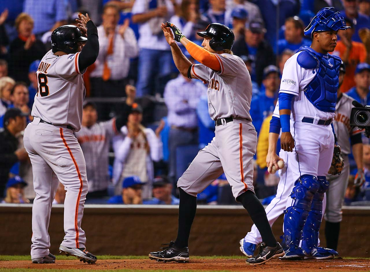 Pablo Sandoval, left, congratulates Hunter Pence after his two-run home run.