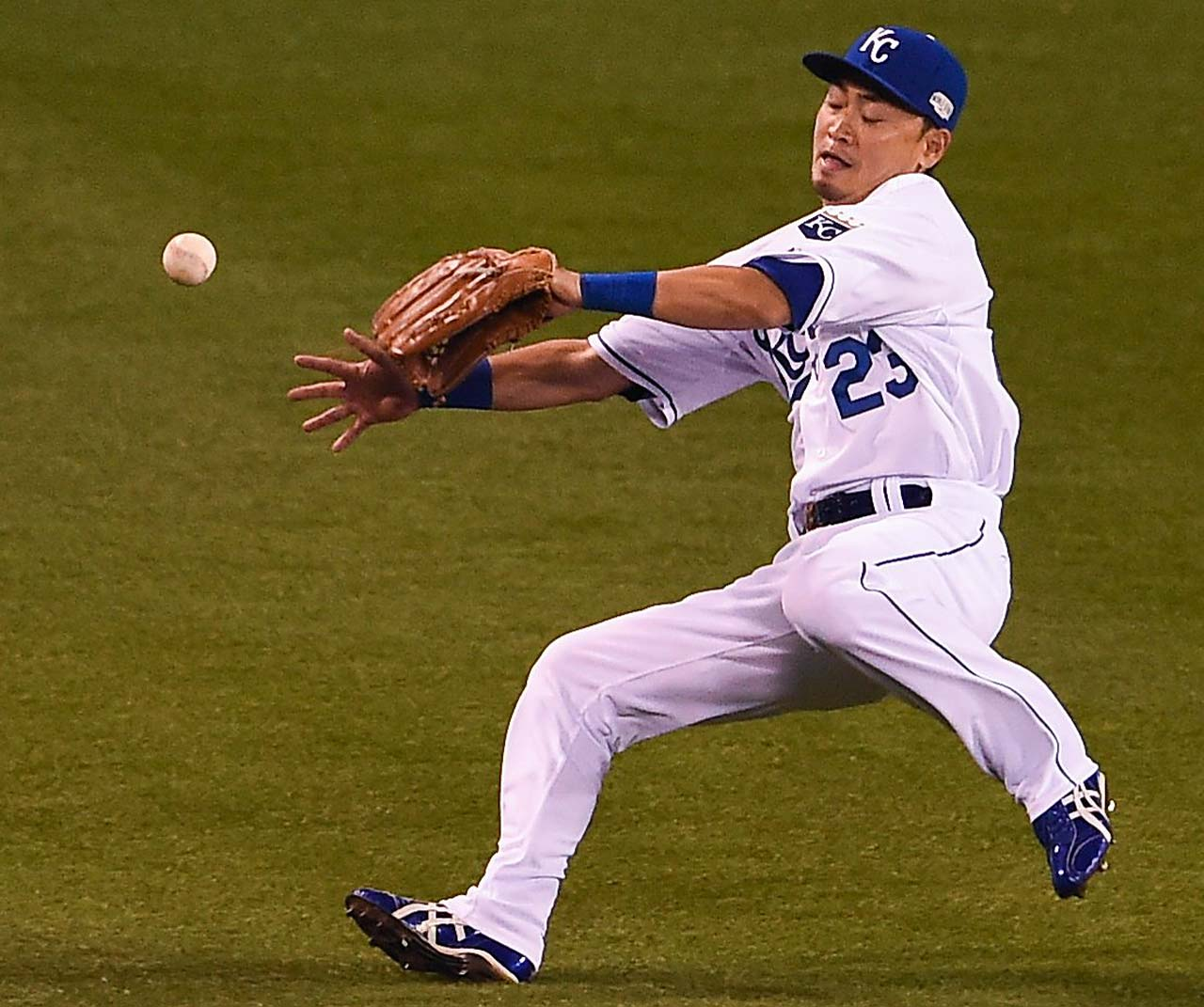 Royals right fielder Norichika Aoki couldn't get to this ball in time, resulting in a triple by Joe Panik.