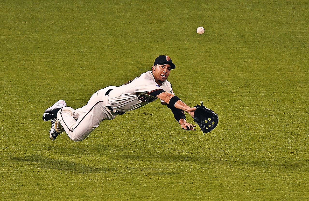 Travis Ishikawa fails to make a catch.