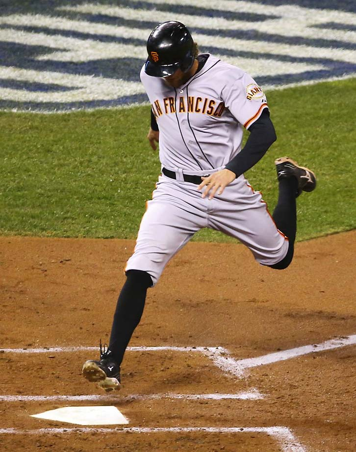 Hunter Pence scores in the top of the second to give San Francisco a 2-0 lead.