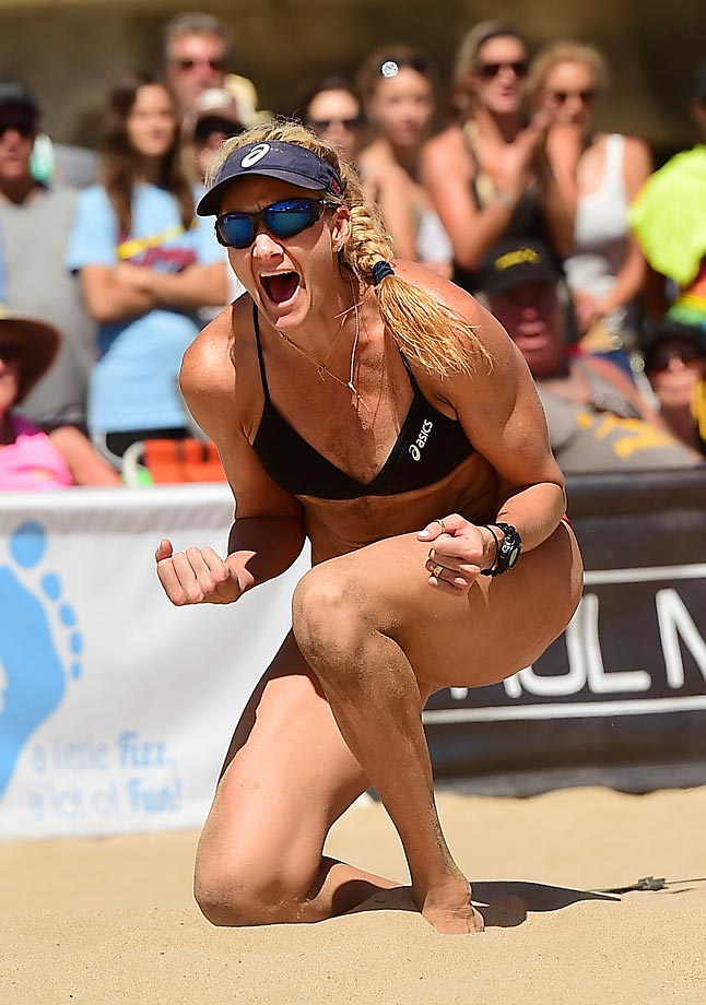 The weekend weather was perfect for the Grand Daddy of all beach volleyball tournaments…..The Manhattan Beach Open presented by smart.                                     Kerri Walsh Jennings fired up and winning a point in the semis.