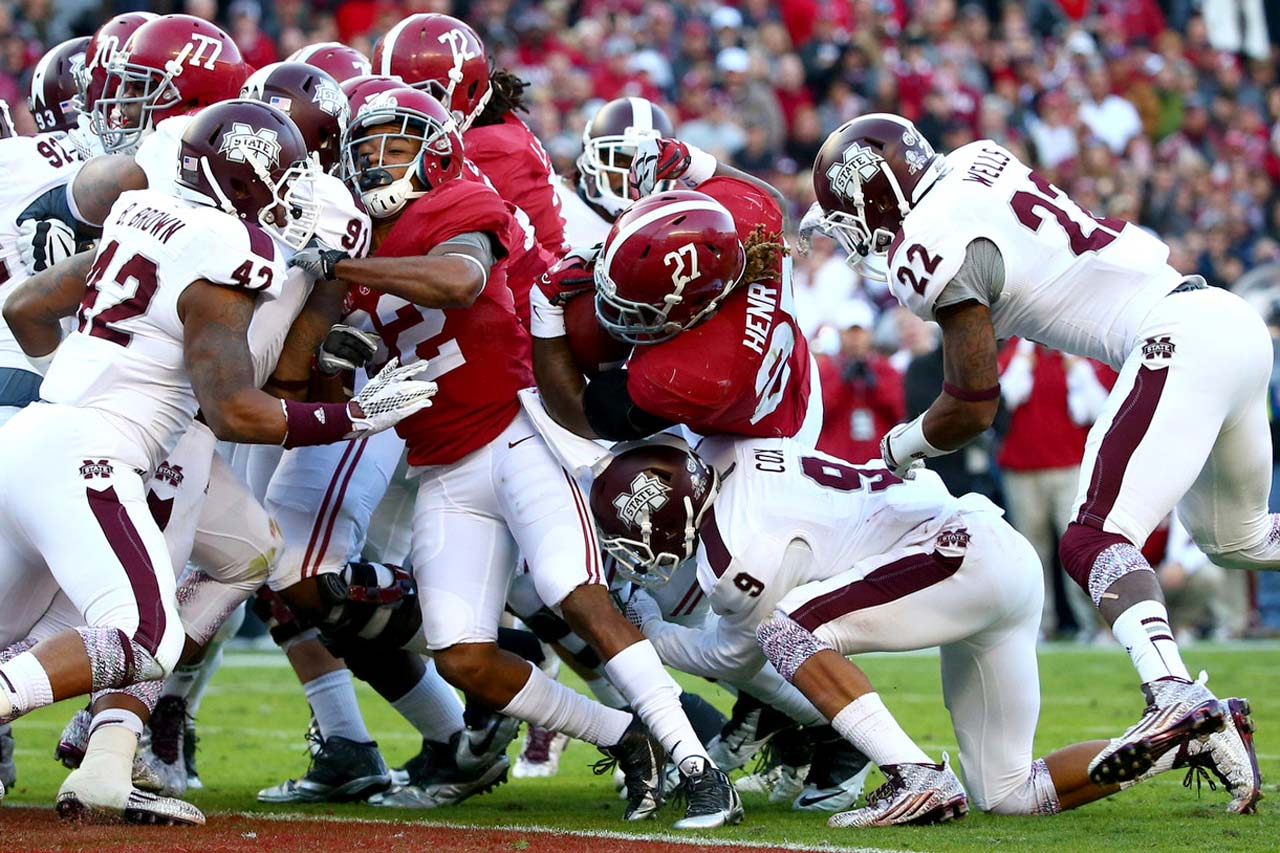 Derrick Henry (27) of Alabama scores on a 1-yard run in the second quarter against Mississippi State.