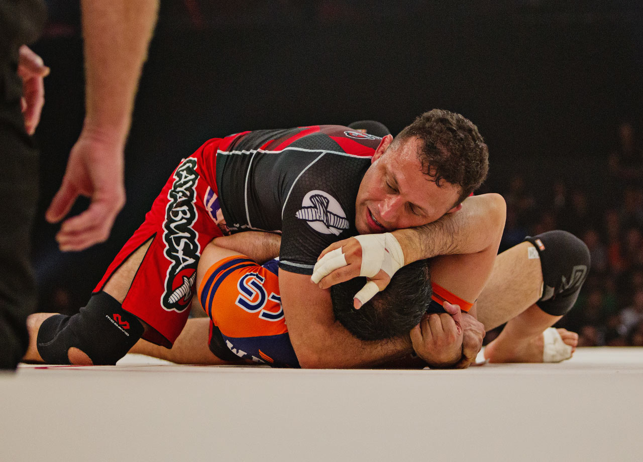 Renzo sets up a choke for a submission.