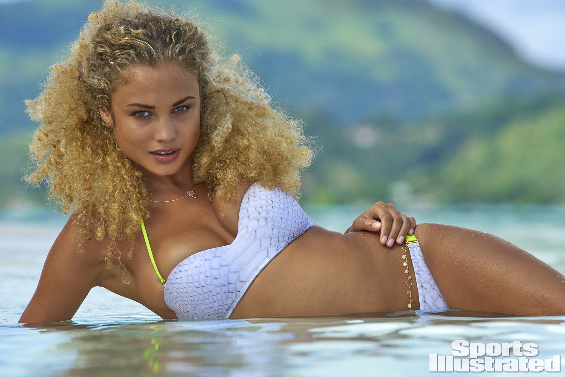 Rose Bertram, SI Swimsuit 2016