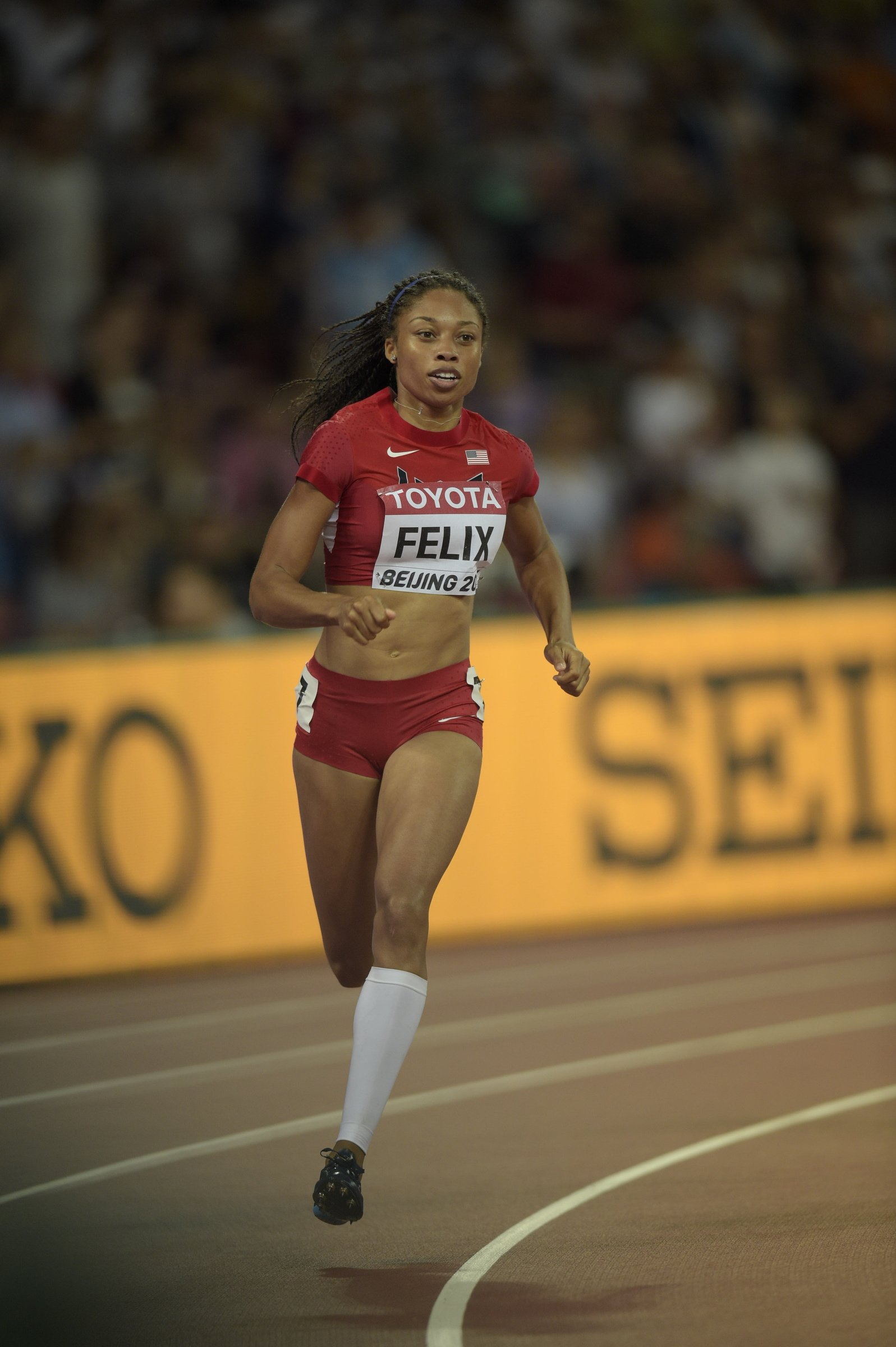 Allyson Felix (USA) advances with ease into the 400-meter semifinal with a 49.89 second performance.