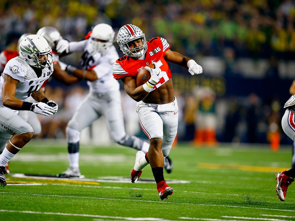 Ezekiel Elliott evades an Oregon defender -- something he did all night.