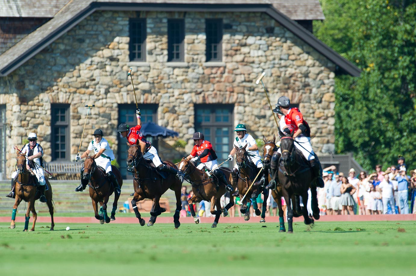 Hilario Ulloa, Nic Roldan, Marc Ganzi, Peter Brant, Mariano Aguerre and Juancito Bolloni play the 2015 East Coast Open Final match in front of thousands of spectators and the Brant Foundation Art Study Center.