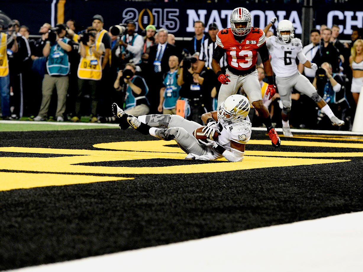 Oregon wide receiver Keanon Lowe catches a touchdown pass for the first score in the National Championship game.