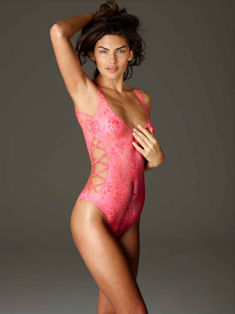 SI Swimsuit 2011: Alyssa Miller in body paint