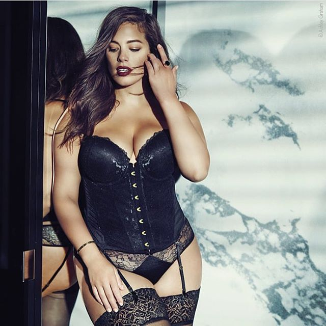 To all my European ladies--> My holiday lingerie collection is now available online at @navabifashion!!!! Get sexy for this holiday season #iamsizesexy