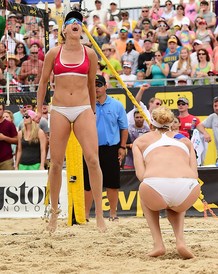 April Ross and Kerri Walsh-Jennings split the winner's pot of $15,000.