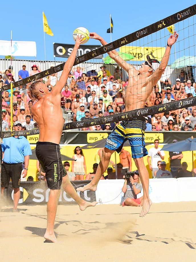 Casey Patterson (left) and Tri Bourne duel at the net.