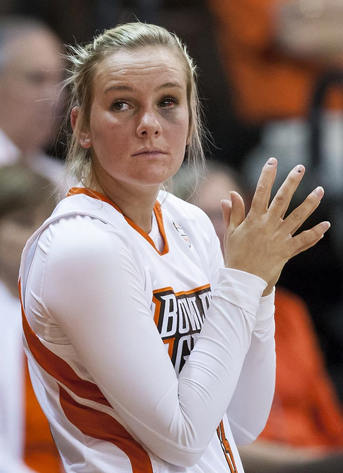 Bowling Green guard Deborah Hoekstra looks at the scoreboard through her black eye during a 2014 quarterfinal WNIT tournament game against Rutgers.